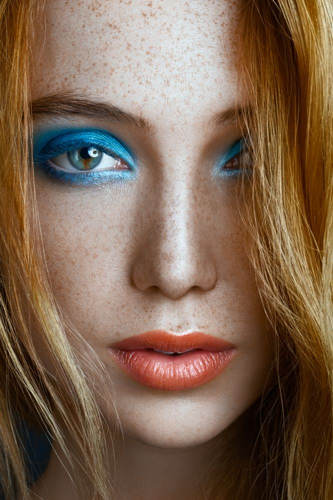 Freckles - Blue eyeshadow