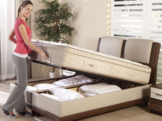 Bed with storage (Boxspring met opbergruimte).