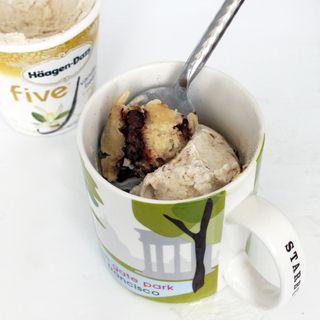 Minute Chocolate Chip Mug Cake | All Things Sweet | Pinterest