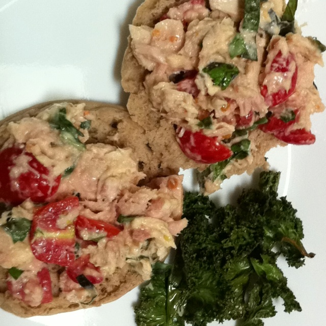 Caprese tuna salad on whole wheat English muffin with kale chips! Yum ...