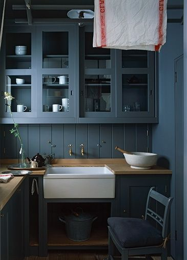 gorgeous ( my favorite shade of blue for cabinets)!!