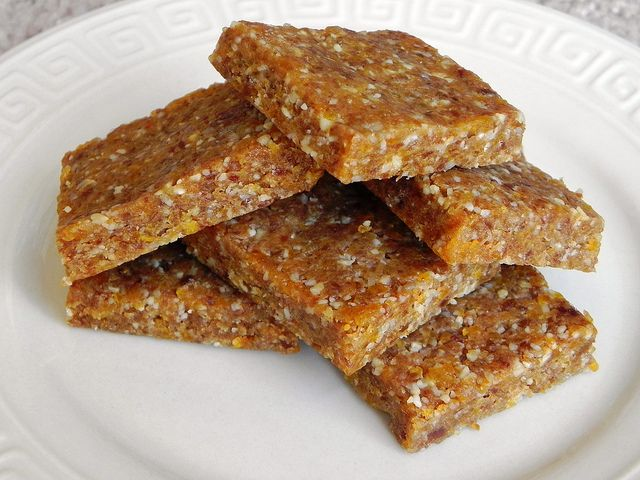 Cashew apricot bars -- a homemade version of Lara bars. #Paleo