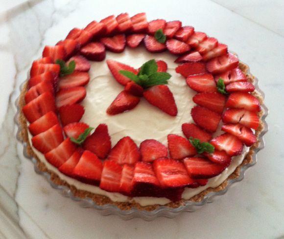 Passover lemon strawberry cheesecake | EatMyWordsBlog | Pinterest