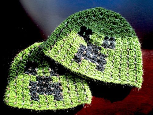 Minecraft Creeper scull hat pattern by Elena Litvintsev
