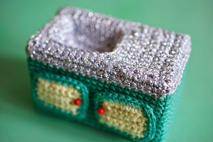 Kate from Greedy For Colour crocheted everything AND the kitchen sink! Love the sparkly countertop #crochet #knithacker  Hat tip: Kathryn Vercillo