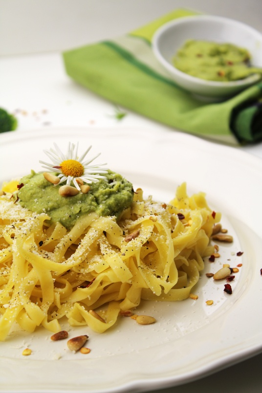 Broccoli Pesto Pasta | Best of Donkey and the Carrot | Pinterest