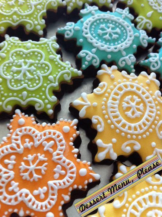 LUUUUUUUUUVVVV! Snowflake Cookies.  These are beautiful!