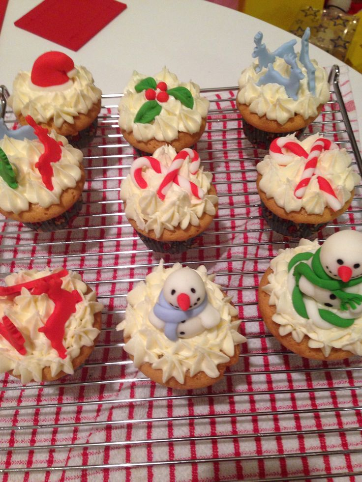 Christmas Cupcake Decorating Ideas Pinterest : More Christmas Cupcakes Cake decorating ideas Pinterest