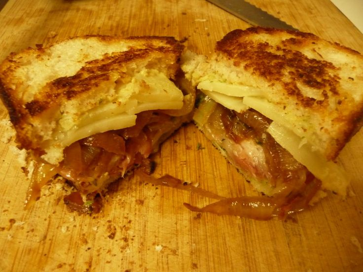 Grilled Gruyere, Caramelized Onions, Prosciutto, and Pesto Sandwich ...