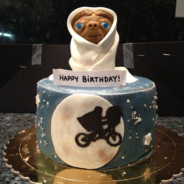 E.T. cake! Photo by ninamf13 DIY E.T. Pinterest