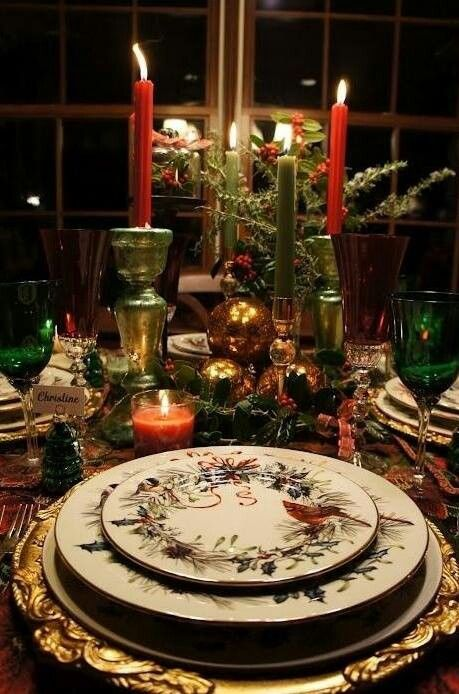 Christmas dinner china silver and beautiful tables for Christmas dining table