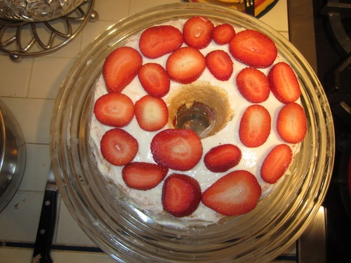 Vanilla Angel Food Cake with Strawberries and Low-Fat Cream Cheese ...