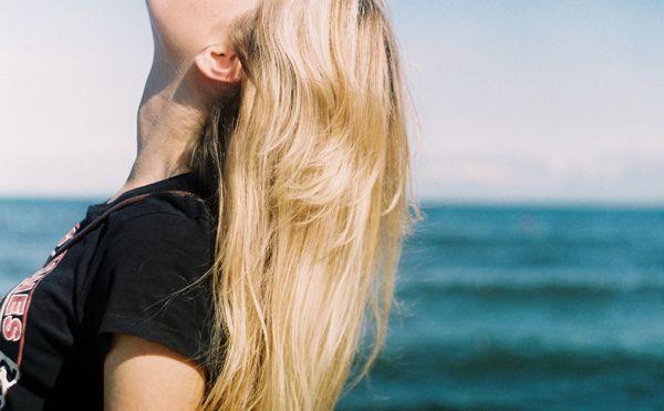 blondinki-foto-vid-szadi