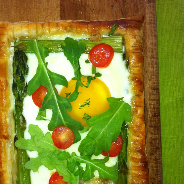 Baked egg and asparagus pastry | Recipes: Breakfast & Brunchies | Pin ...