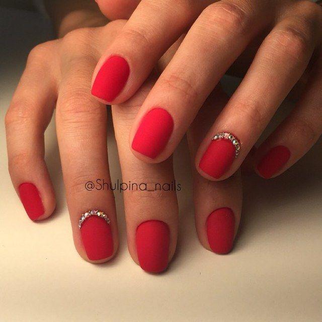 Красные ногти короткие