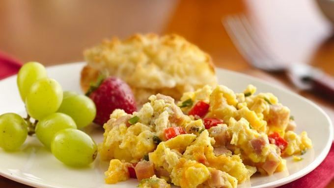Enjoy this yummy slow-cooked scrambled egg recipe made with ham and ...