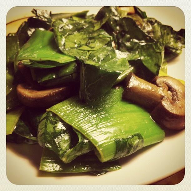 Portobello-leek-spinach salad with lemon-mustard dressing. Badaboom.