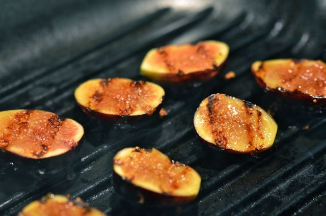Grilled figs with goat cheese and honey | Party foods | Pinterest