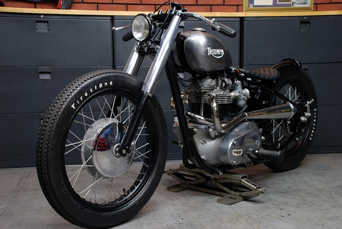 Slickest build I've seen in a while. Unit T120R #Triumph Vintage Racer. Who likes?