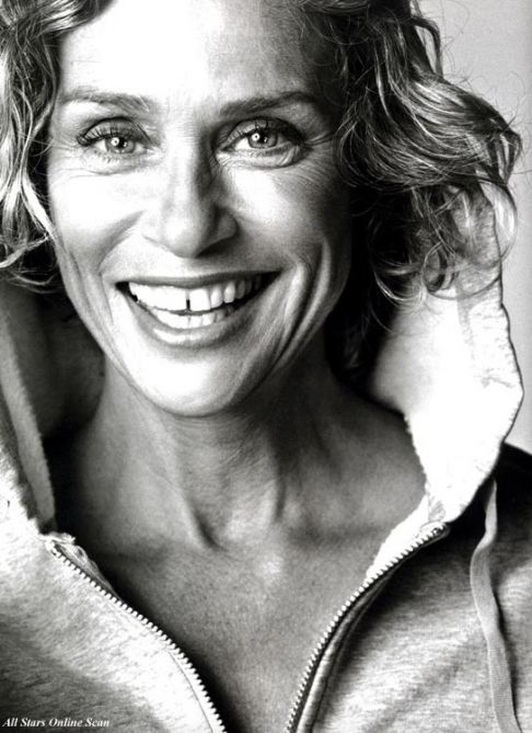 Lauren Hutton has all the money in the world but she chose not to fix her signature gap tooth smile!