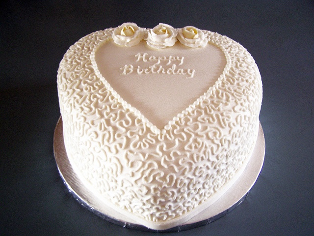 Cake Decorating Cornelli Lace : hmmm... cornelli lace cake Cake Stuff Pinterest