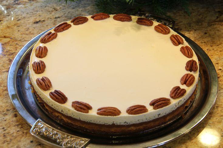 Bourbon Pumpkin Cheesecake (Pie) You had me at bourbon. | YUMM ...