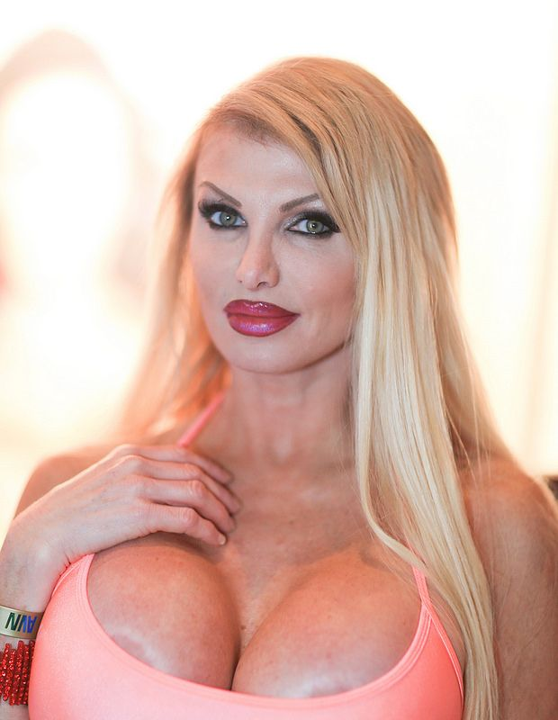 Lewd MILF Taylor Wane gets fucked and jizzed over her ample breasts № 27414 бесплатно