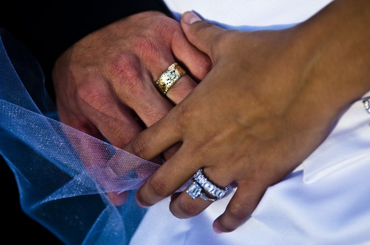 know wear wedding rings fourth finger left hand