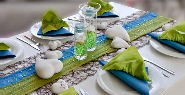 Tischdekoration zur Hochzeit in Grün, Aqua und Braun