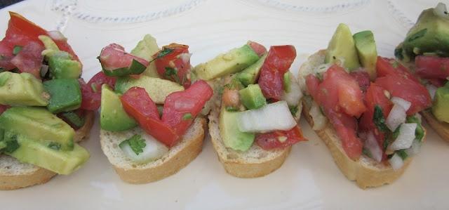 Guacamole Bruschetta | Appetizer Love | Pinterest