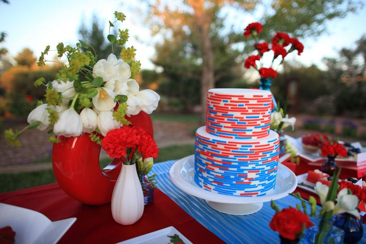 The perfect spin on a red white and blue wedding cake! Event Styling ...