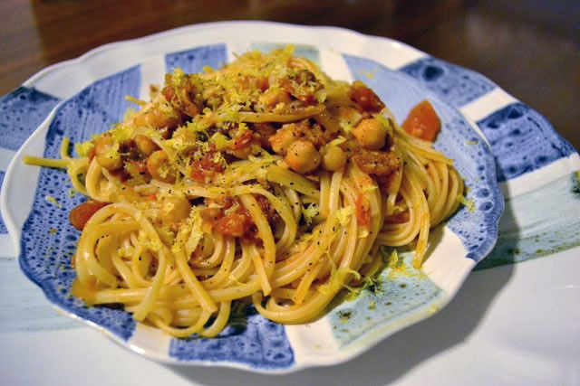 Spaghetti with Chickpeas | Mmmmmmm...vegi-liscious. | Pinterest