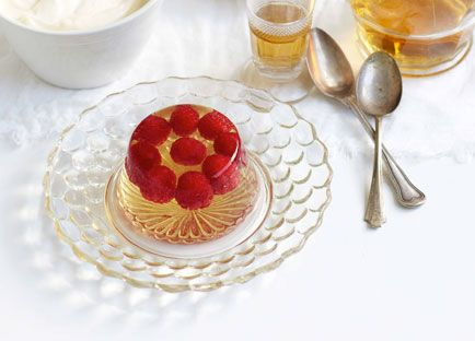 Champagne jelly with raspberries | Recipe