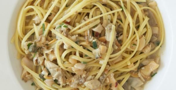 Linguine with White Clam Sauce | KitchenDaily.com