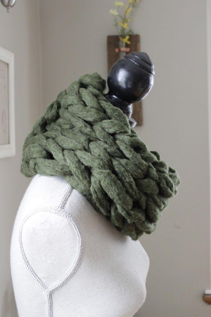 15 Minute Arm Knit Infinity Scarf. www.SimplyMaggie.com