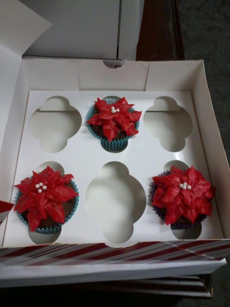 Pointsettia cupcakes #holidaycupcake | Tina's Cake Emporium | Pinter ...