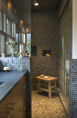 Doorless walk-in shower....  Houseplans/ideas  Pinterest