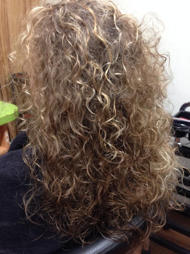 ... gorgeous perm with loose curl | Curly Hair / Perms | Pinte