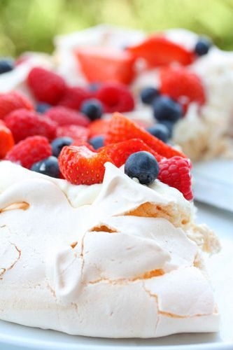 Red, White & Blue - Summer Berry Pavlova...omgosh this is what fusion ...