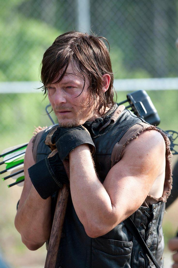 Daryl Dixon Season 3 or 4  I think 4 Daryl Dixon Season 4 Dies