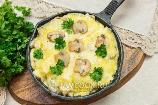 Жульен с курицей и грибами на сковороде пошагово