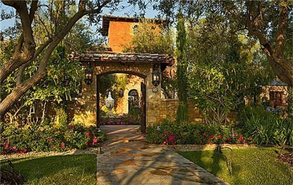 Italian courtyard in irvine ca courtyard gate pinterest for Tuscan courtyard landscaping