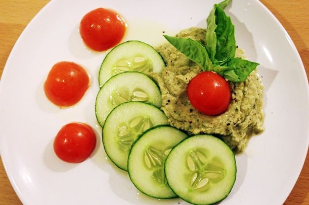 LEMON BASIL GARLIC HUMMUS | Food & Health | Pinterest