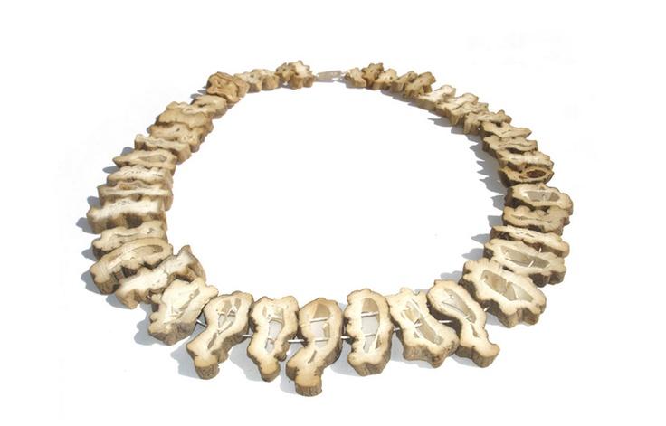 Noémie DOGE (CH) collier, pomme-de-terre, argent et coton