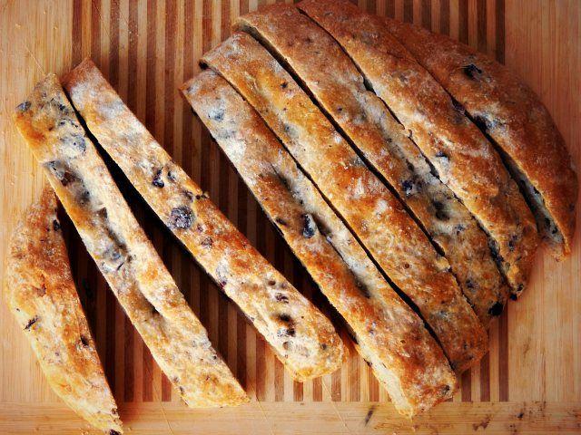 rosemary olive bread @ life tastes good | bake it {bread} | Pinterest
