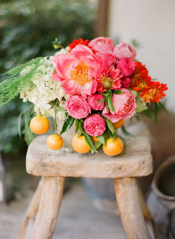 citrus infused #centerpieces | Photography by esthersunphoto.com, Florals by http://floravidasb.blogspot.com, Event Design by http://hellogem.com  Read more - http://www.stylemepretty.com/2013/09/26/san-ysidro-ranch-wedding-from-esther-sun-photography/