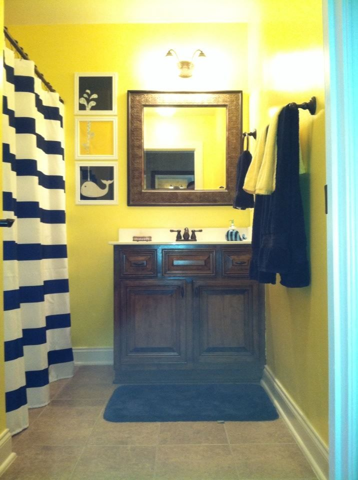 Navy blue and yellow bathroom for Yellow and blue bathroom ideas
