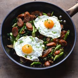 ... chorizo, mushrooms, and asparagus - topped with fried egg (in Danish