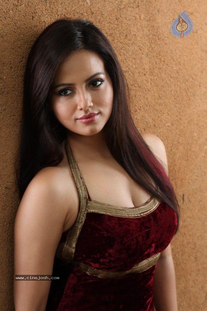Sana Khan | ♛♛Red-Hot beautiful Indian Actresses | Pinterest