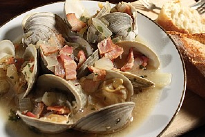 Steamed Clams with Bacon and Beer | FoOd FrenZie | Pinterest